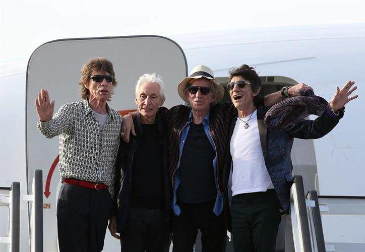 En la foto, los integrantes de The Rolling Stones durante su llegada a La Habana, Cuba.(EFE)