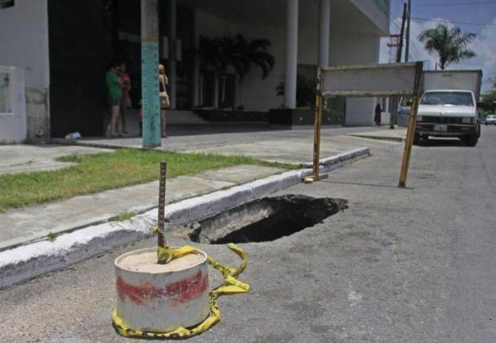 La administración municipal ha logrado cubrir un total de cinco mil 200 baches en toda la capital. (Harold Alcocer/SIPSE)