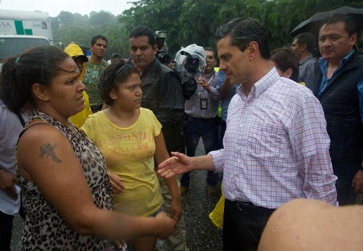 El mandatario estuvo en zonas afectadas en Acapulco. (Milenio)