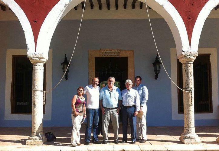 Representantes de la región francesa Pays de la Loire, durante un recorrido por Yucatán acompañados del cónsul de Francia en Mérida, Mario Ancona Teigel. (SIPSE)