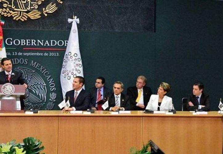 El gobernador Rolando Zapata asistió el viernes a la presentación del Programa de Aceleración Económica, anunciado por el presidente Enrique Peña Nieto en el DF. (Cortesía)