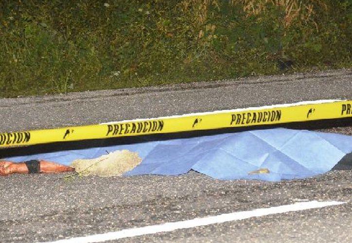 Un conductor fantasma arrolló a un hombre que intentaba cruzar la carretera federal 307. (Redacción/SIPSE).