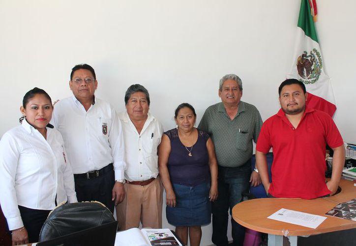 El doctor Roger Ortiz Gonzáles explicó sobre las especialidades que se impartirán. (Raúl Balam/SIPSE)
