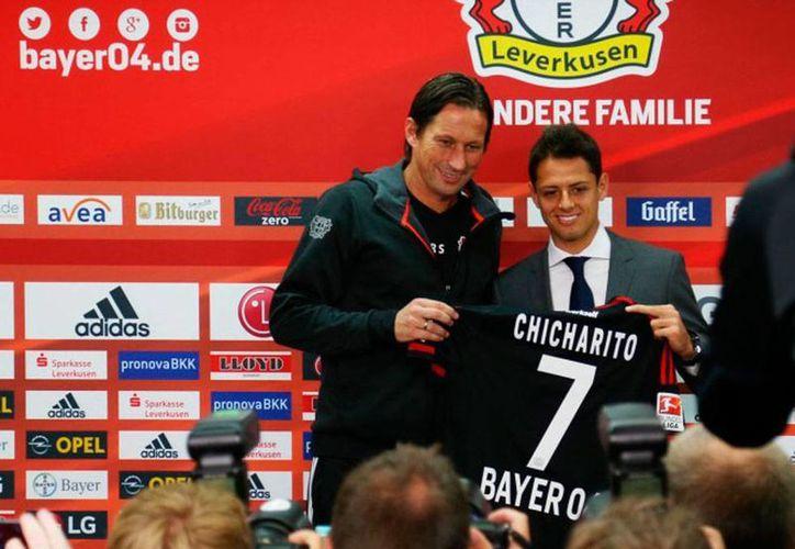 Javier 'Chicharito' Hernández dijo durante su presentación con el Bayer Leverkusen que el club lo ha hecho sentirse importante. (bayer04.de)