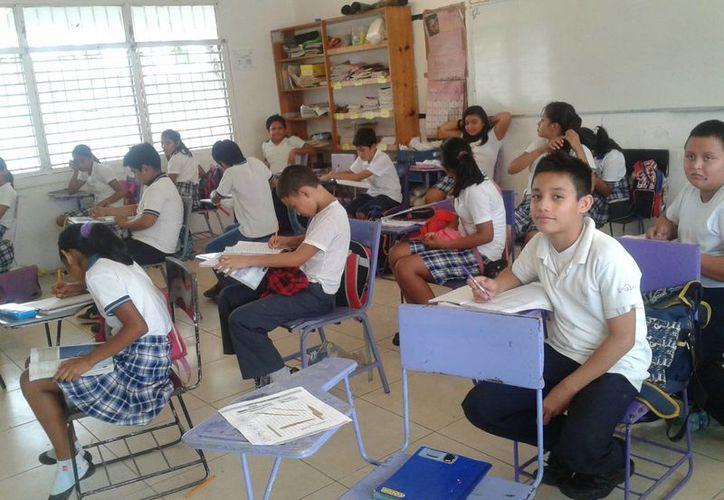 Más de 11 mil alumnos de sexto grado de primaria de escuelas públicas y privadas participaron. (Tomás Álvarez/SIPSE)