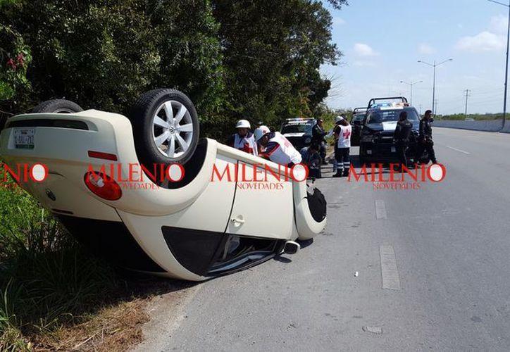Al sitio llegaron elementos de la Policía Estatal y Municipal de Progreso, así como una ambulancia de la Cruz Roja. (SIPSE)