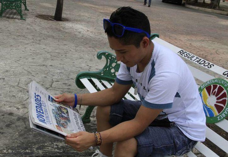 Los lugares donde más acceso a material de lectura tienen los jóvenes de 18 años en adelante fueron en la sección de libros y revistas. (Tomás Álvarez/SIPSE)