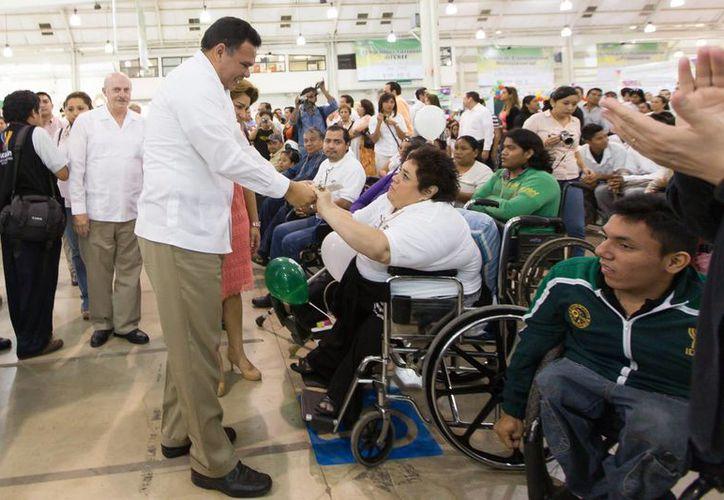 El gobernador Rolando Zapata Bello inauguró la Expo Inclusión 2014 en Yucatán. (SIPSE)