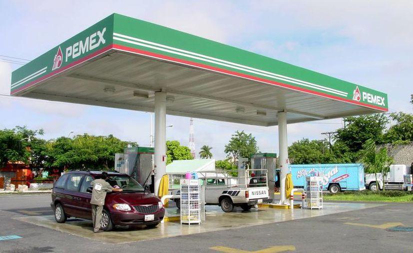 En ocho estados de la República ya operan 195 establecimientos de Oxxo Gas, incluidos ocho estaciones de servicio de la cadena en Quintana Roo y una ya ofrece servicio en Yucatán, ubicada en la Avenida 39 No. 435 de la colonia Mayapán. (Milenio Novedades)