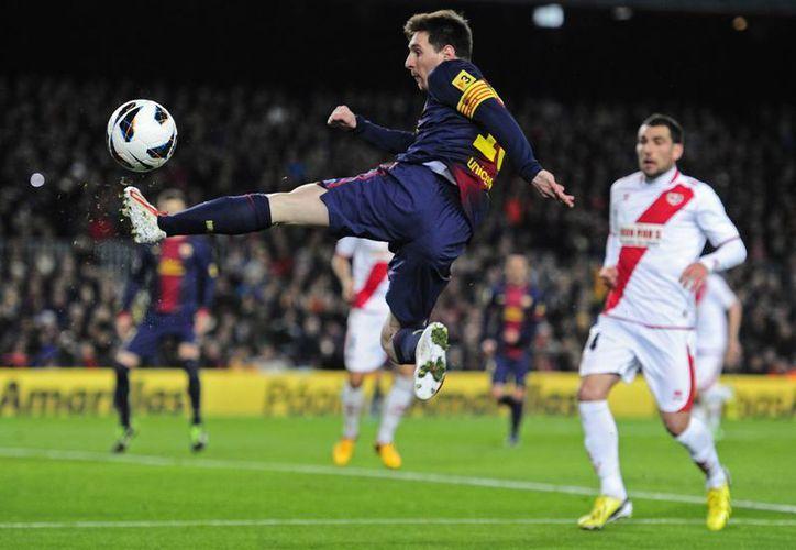 El astro argentino sirvió el primer gol a David Villa y marcó dos más por el equipo azulgrana, llegando a 42 dianas. (Agencias)
