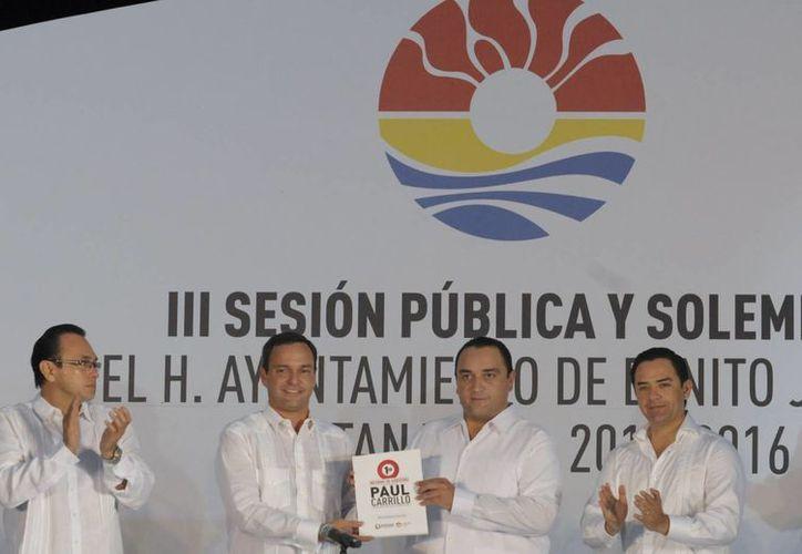El presidente municipal, Paul Carrillo, estuvo acompañado por el gobernador de Quintana Roo, Roberto Borge Angulo. (Redacción/SIPSE)