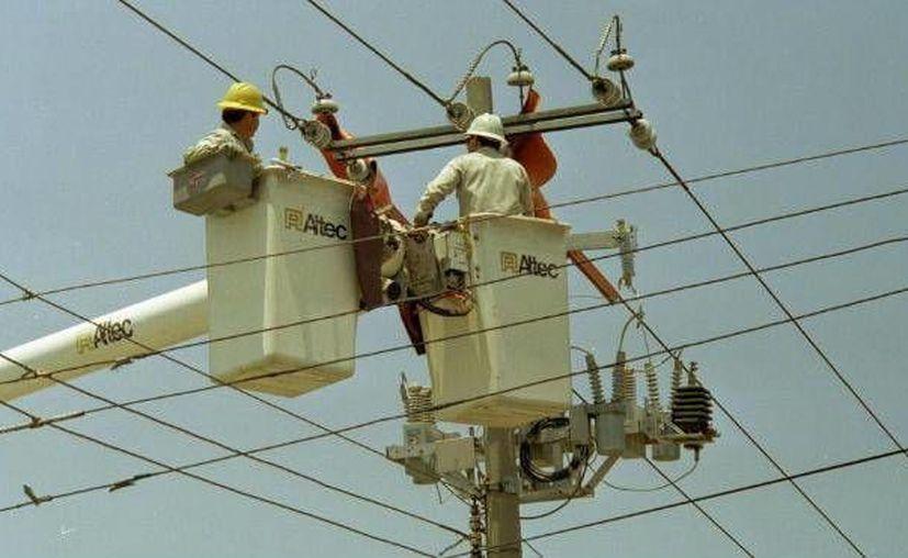Los constantes cortes en el suministro de energía eléctrica en Progreso afectan fuertemente la vida cotidiana. (Milenio Novedades)
