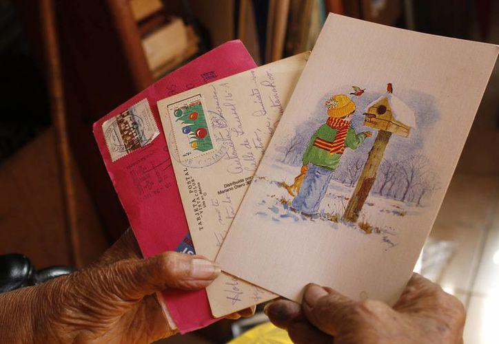 El envío y recepción de postales por servicios de correo ha disminuido notablemente. (Yajahira Valtierra/SIPSE)