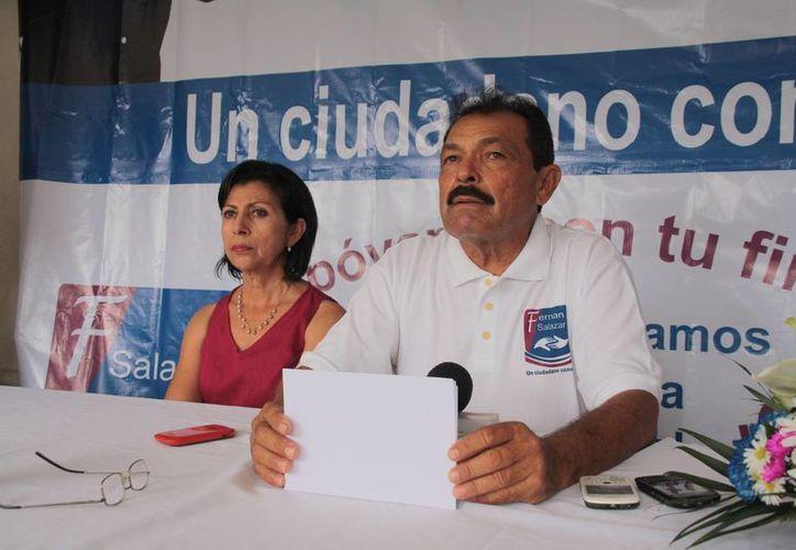 Fernando Salazar busca obtener su registró como candidato independiente a la presidencia de Cozumel. (Julián Miranda/SIPSE)