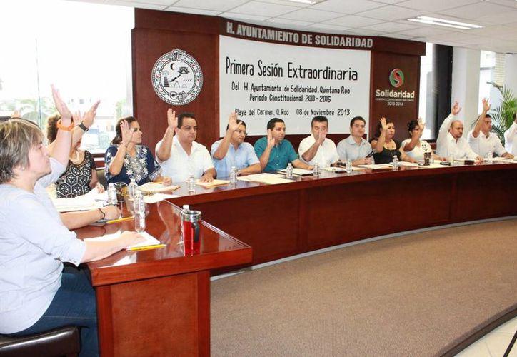 Integrantes del Cabildo durante una sesión extraordinaria. (Adrián Barreto/SIPSE)