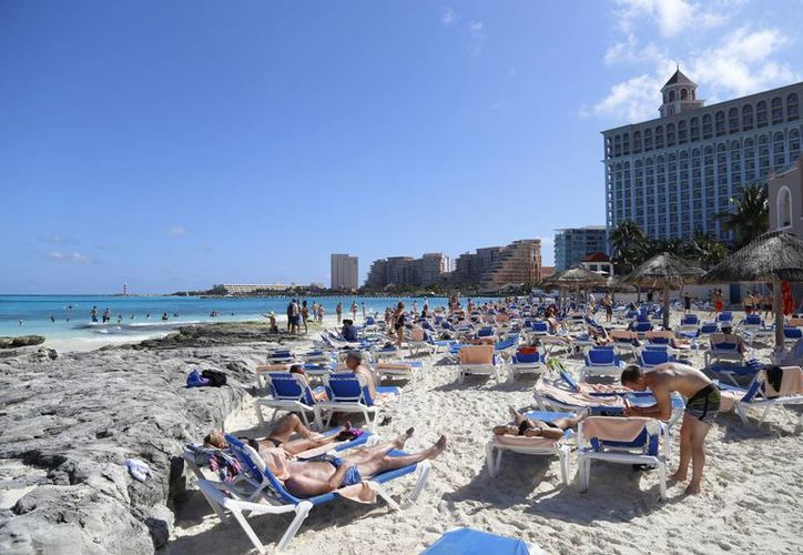 Se registra una gran presencia de turistas en las playas de este destino. (Israel Leal/SIPSE)