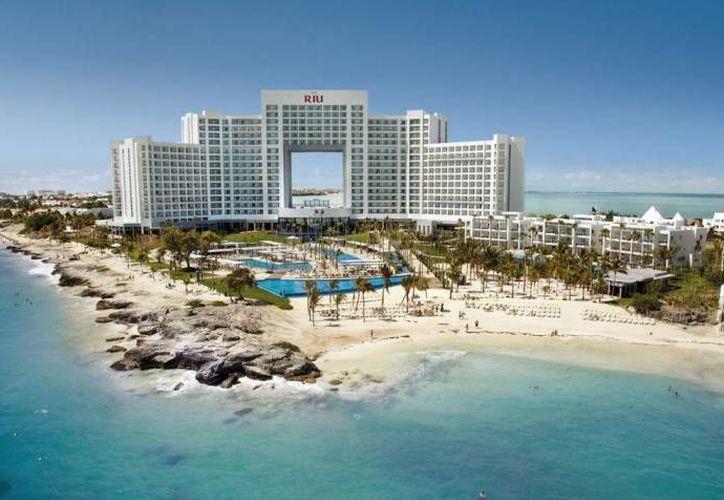 El hotel RIU Costa Mujeres de 753 habitaciones y una inversión de 1,316 millones de pesos. (Contexto/SIPSE)