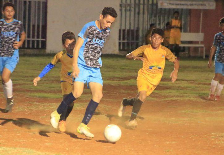 El deteriorado campo de Fútbol 8 de Octubre, albergó la gran final de este Torneo de Fútbol. (Miguel Maldonado/SIPSE)