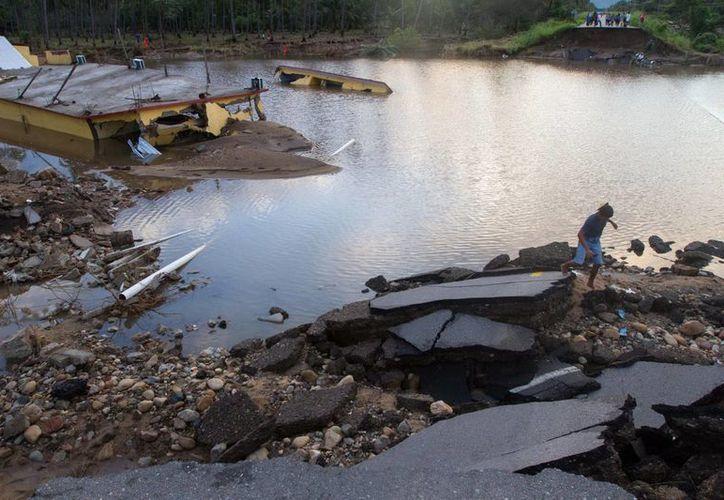 Imagen de Coyuca de Benítez, en Guerrero, uno de tantas poblaciones del país que sufrió severos daños por las lluvias e inundaciones. (Notimex)