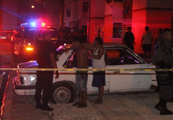 Dos personas resultaron heridas tras recibir impactos de una pistola de balines ayer por la noche, en Cancún. (Redacción/SIPSE)