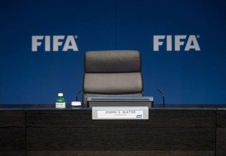 Las elecciones para la Presidencia de FIFA, serán realizadas el próximo 26 de febrero en las instalaciones del máximo organismo del futbol.(AP)