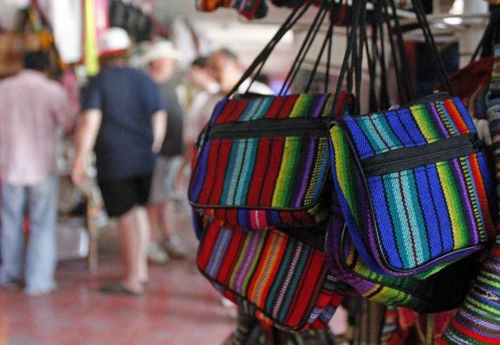 El SAT pretende ingresar a su sistema de tributación a los artesanos de Quintana Roo. (Jesús Tijerina/SIPSE)