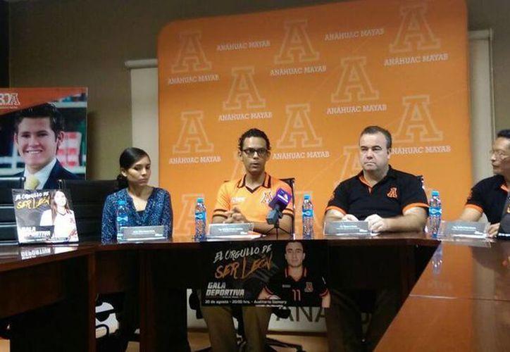 Imagen de la rueda de prensa donde se anunció la Gala Deportiva para reconocer al equipo Leones Anáhuac. (Marco Moreno/SIPSE)