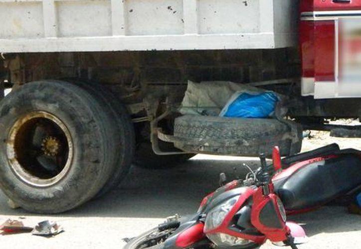 Imagen del accidente donde falleció un joven motociclista en Tekax. (Milenio Novedades)