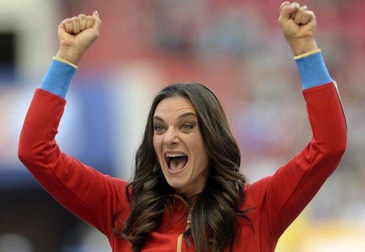 La rusa Yelena Isinbáyeva lamenta que por vez primera en 20 años de carrera tenga que lograr el derecho a competir en las Olimpiadas a través de los tribunales. (EFE/Archivo)