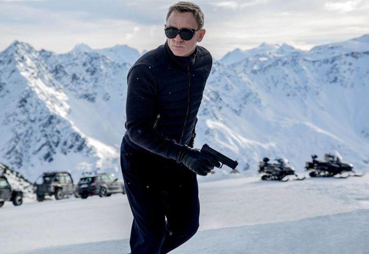 Imagen difundida por la Metro-Goldwyn- Mayer Pictures, en donde Daniel Craig aparece en una escena de la película de James Bond, 'Spectre'.  (Jonathan Olley / Metro- Goldwyn- Mayer Pictures / Columbia Pictures / EON Productions vía AP )