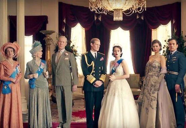 La serie de Netflix retrata la vida de Elizabeth II, quien se convierte en Reina de Inglaterra a los 25 años de edad.(Netflix)
