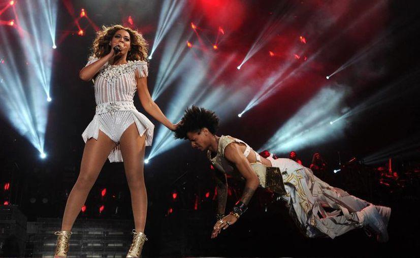 """Cientos de mexicanos disfrutaron del """"Mrs Carter World Tour"""", concierto que ofreció Beyoncé, en el Palacio de los Deportes de la ciudad de México. (Notimex)"""