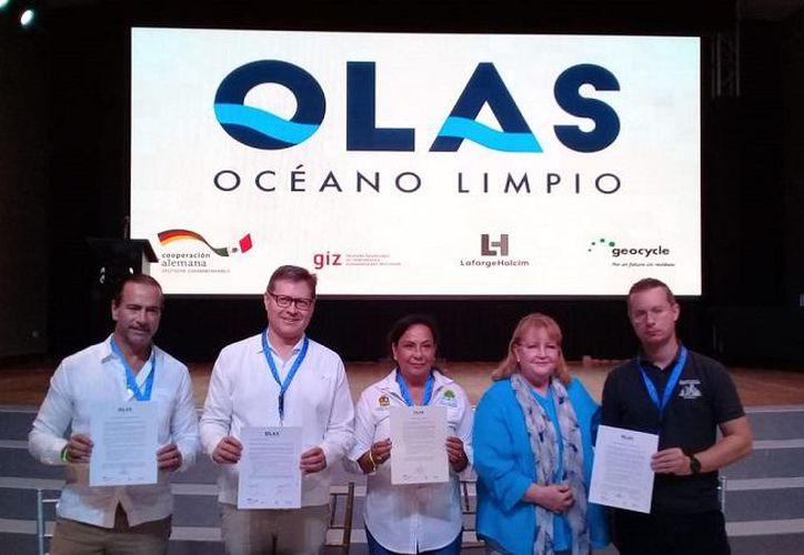 Autoridades locales y empresas empresas extranjeras firmaron el acuerdo. (SEMA Quintana Roo)