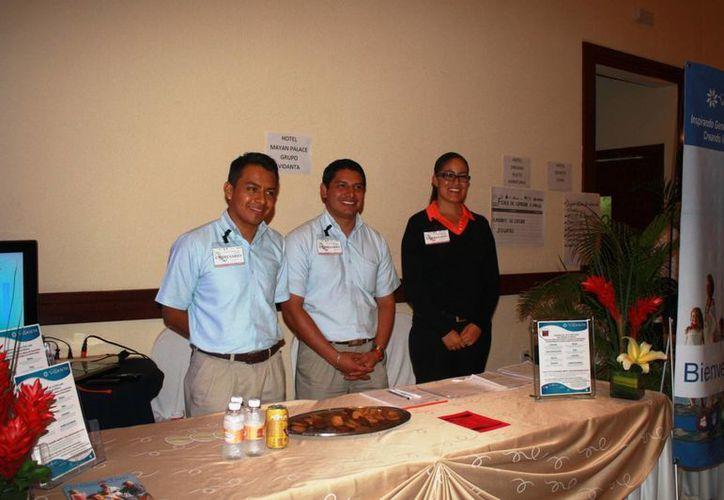 Los trabajadores hoteleros apuestan por elevar la calidad del servicio. (Loana Segovia/SIPSE)