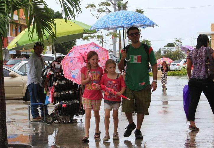 Las precipitaciones pluviales continuarán presentes en los próximos tres días. (Ángel Castilla/SIPSE)