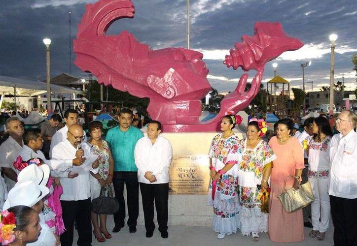 Autoridades del puerto y de Cultura inauguraron el evento. (Milenio Novedades)