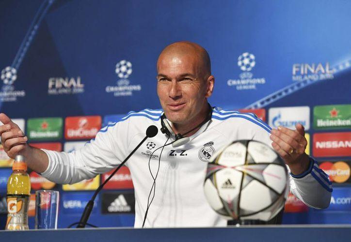 Zinedine Zidane, (a) Zizou, entrenador del Real Madrid, durante una conferencia previo a la final de la Liga de Campeones de Europa, que se juega este sábado en Milan. (AP)