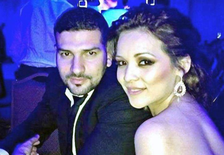Américo Garza confesó que nunca se sintió 'lleno' con su esposa Karla Luna, algo que sí ocurrió con Karla Panini. (lacolumnariablog.com)