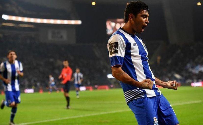 La tercia mexicana del Porto se ha mantenido como titular bajo el mando de José Peseiro. En la foto, 'Tecatito' Corona. (Foto: Futbol Total)