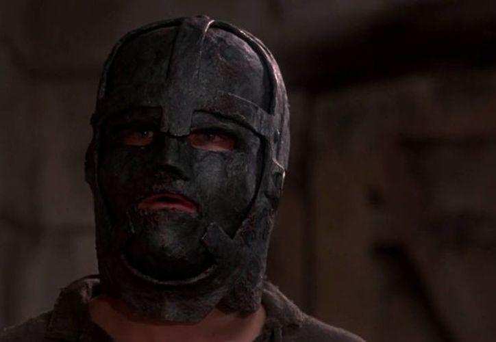 El mito del 'hombre de la máscara de hierro' llegó a la pantalla grande en una película protagonizada por Leonardo DiCaprio. (cinemaniahdd.com)