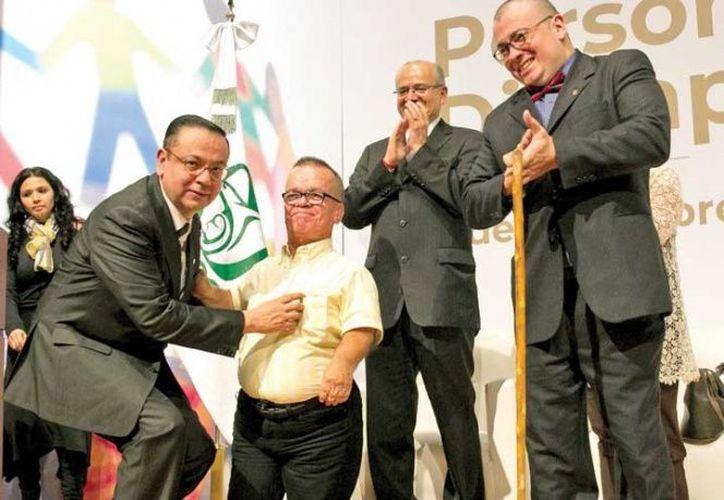 El IMSS  será el organismo operativo de la universalización de los servicios de salud, informó el titular de la institución, Germán Martínez. (Excélsior)