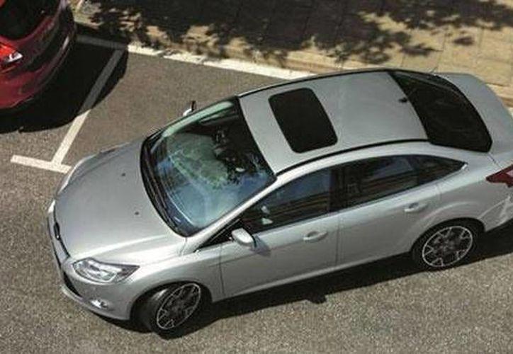 Al momento de estacionarse, las mujeres son más cuidadosas que los hombres, según un estudio. (magazinefeed.me)