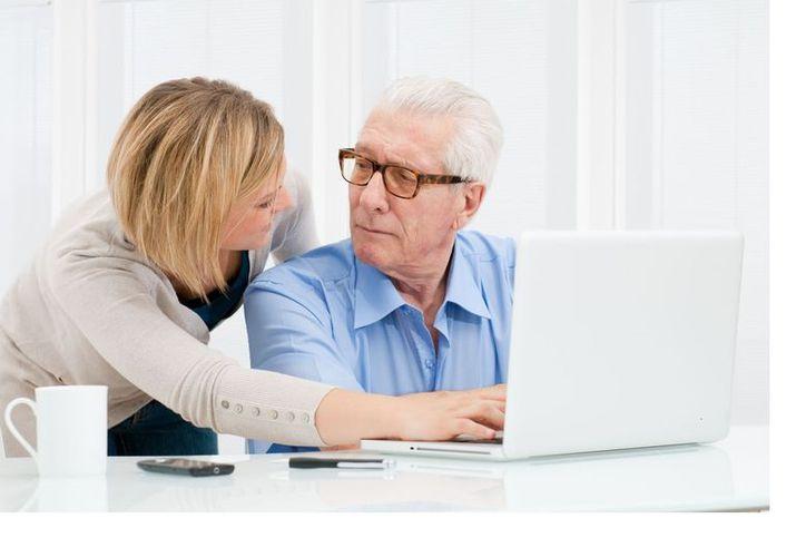 Los mayores de 65 años ya tienen a su disposición numerosos 'gadgets' y 'apps' para que su vida sea más fácil. (Foto: Contexto)