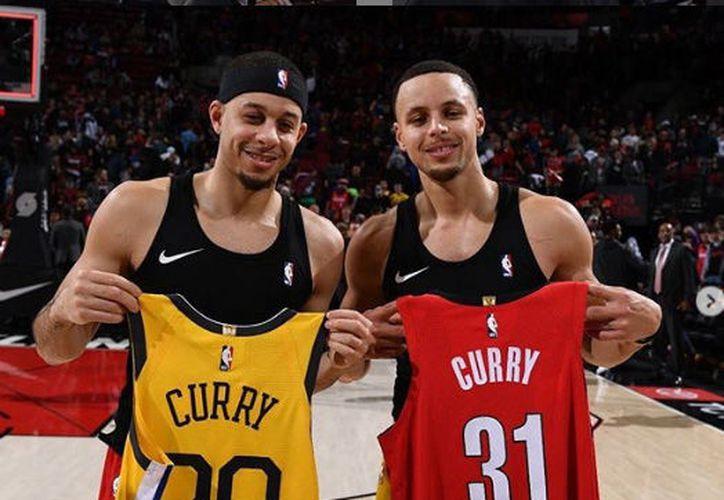 Nunca antes se han enfrentado dos hermanos en una final de conferencia de la NBA. Este martes es el día de los Curry (Foto: Instagram)