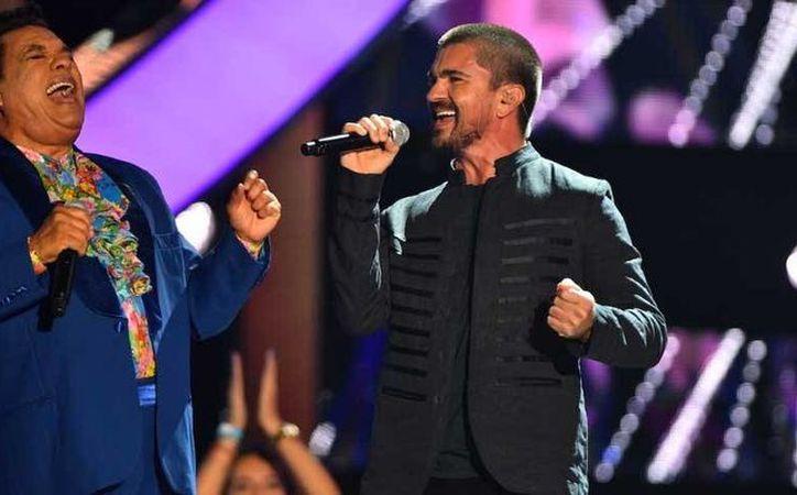 El cantante Juanes grabó hace unos días en la Ciudad de México el video de su nuevo tema 'Fuego'. Se dijo muy feliz de haber conocido a Juan Gabriel. (lopezdoriga.com)