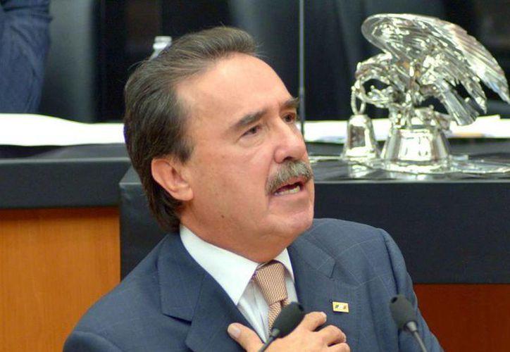 El coordinador del PRI en el Senado, Emilio Gamboa Patrón, dio a conocer por medio de las redes sociales el fallecimiento de su esposa. (facebook.com/EmilioGamboaPatron)