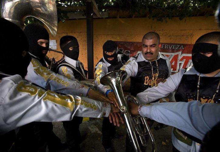 La banda Los Buknas de Culiacán en una imagen de abril del 2010 emitida por Cinedigm. (Agencias)
