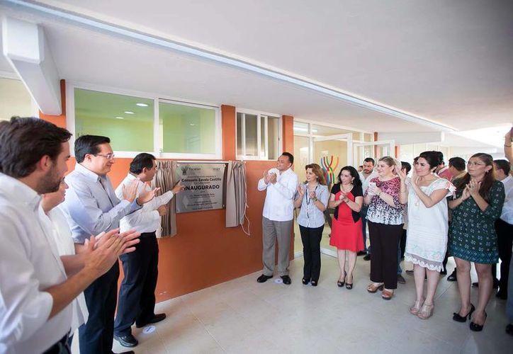 El mandatario estatal develó la placa inaugural del Centro de Desarrollo Infantil (Cendi) número 6 'Consuelo Zavala Castillo', ubicado en el fraccionamiento Francisco de Montejo de esta capital. (Milenio Novedades)