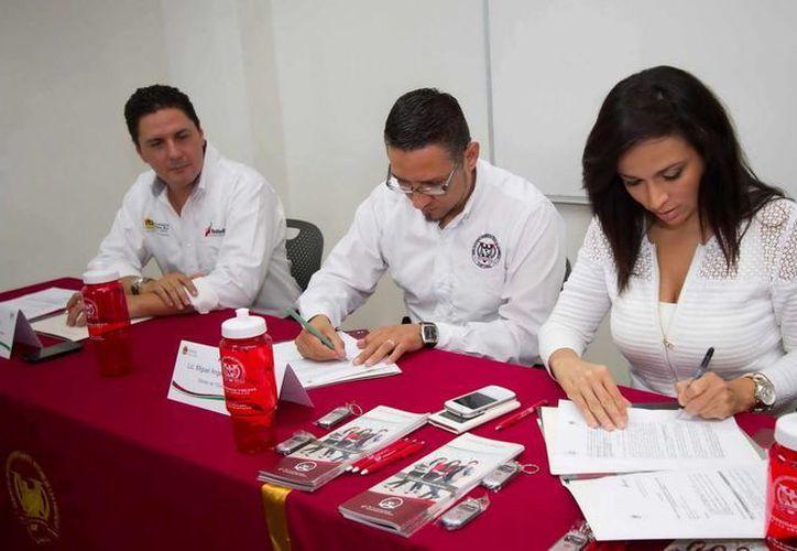 La secretaria estatal de Turismo, Laura Fernández Piña, firmó el convenio. (Redacción/SIPSE)