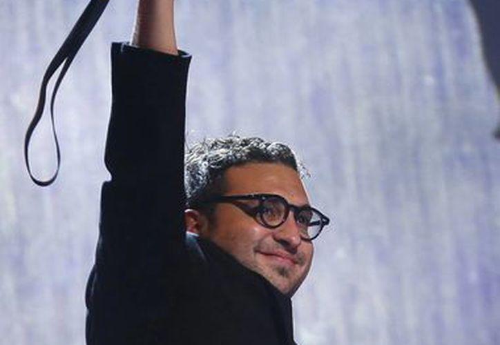 El cineasta mexicano Alonso Ruizpalacios celebraba en febrero de 2014 la obtención de un premio a su primer filme, 'Güeros', en el Festival de Cine de Berlín. También está nominado a 12 premios Ariel. (Foto: AP)